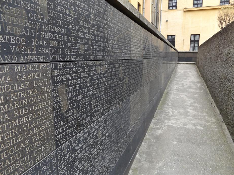 Memorial 10