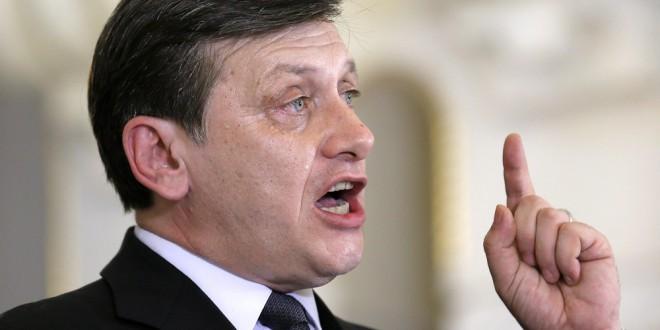 """Crin Antonescu:  """"Le voi cere miniştrilor PNL să renunţe la portofolii"""""""
