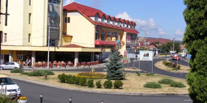 Cu permisul suspendat, gonea cu 108 km la oră, în municipiul Toplița