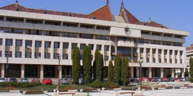 Şedinţa ordinară a Consiliului Judeţean Harghita: Reprezentanţii vlăhiţenilor şi-au spus păsurile, consilierii judeţeni le-au notat