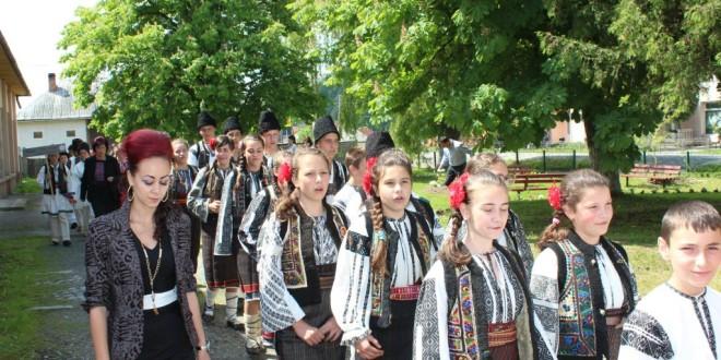 """Festivalul cântecului şi jocului popular pentru copii """"Cântec, joc şi voie bună"""""""