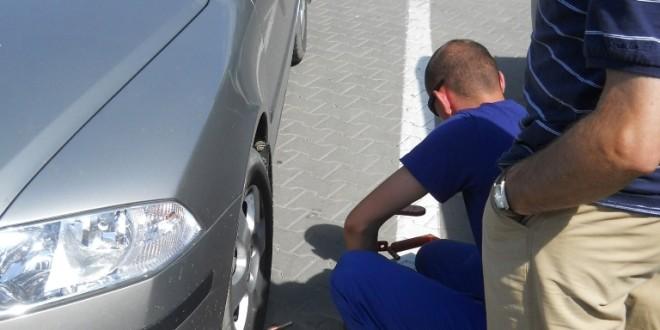 Tribunalul Harghita a decis: blocarea roţilor autoturismelor şi ridicarea acestora de către City Parking sunt acţiuni ilegale