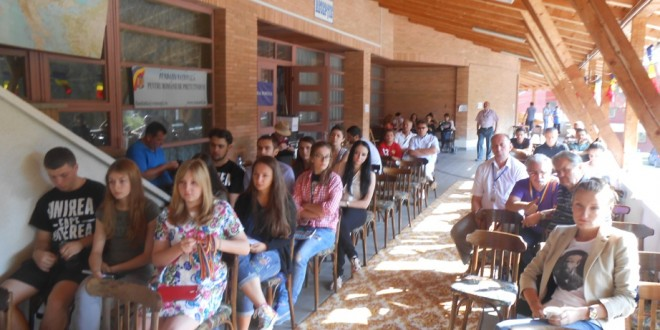 Teme dezbătute la Universitatea de Vară Izvoru-Mureşului: Când bucureştenii îmbrăţişează total cauza unirii şi a românismului