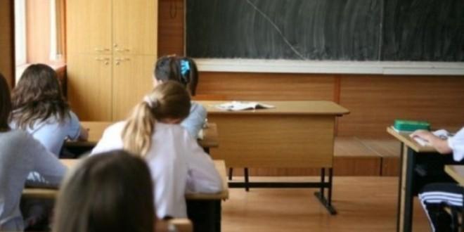 În Harghita sunt 2.380 de copii cu părinţi plecaţi la muncă în străinătate