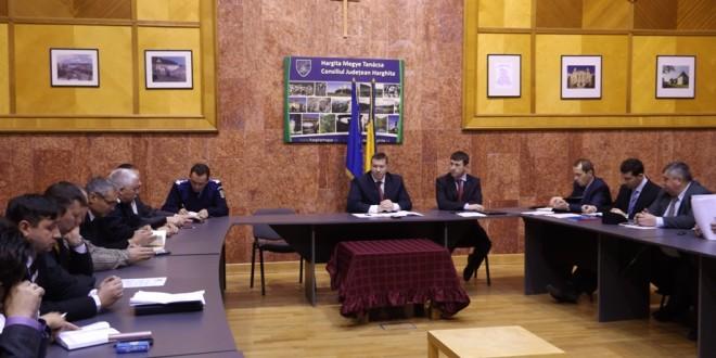 Reducerea posturilor de directori adjuncţi a fost temă de dezbatere în Colegiul Prefectural