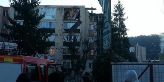 Explozie puternică la un bloc din Odorheiu-Secuiesc provocată de proprietarul unui apartament, care apoi s-a sinucis