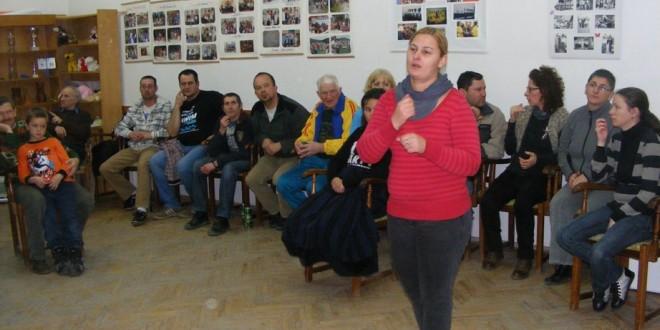Interpreţi în limbajul mimico-gestual la instituţii publice din judeţ