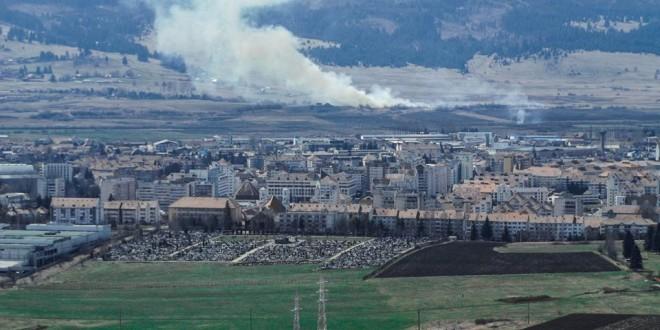 Apel al autorităţilor judeţene la cetăţeni să nu mai folosească focul pentru a-şi curăţa terenurile de vegetaţie uscată