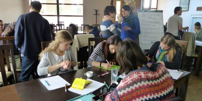 """Izvoru-Mureş: Training internaţional cu tema """"Lupta împotriva lipsei locurilor de muncă în rândul tinerilor din zonele rurale"""""""