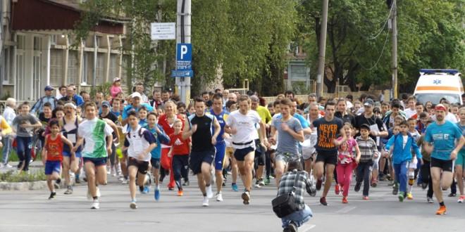 """Peste 350 de persoane au luat startul la Maratonul """"Sănătăţii – Pro Europa"""""""