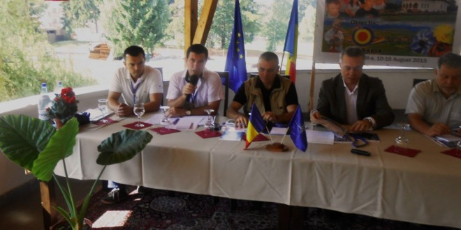 Universitatea de Vară de la Izvoru-Mureşului 2015: Zgârciţi cu ai noştri, suprageneroşi cu alţii