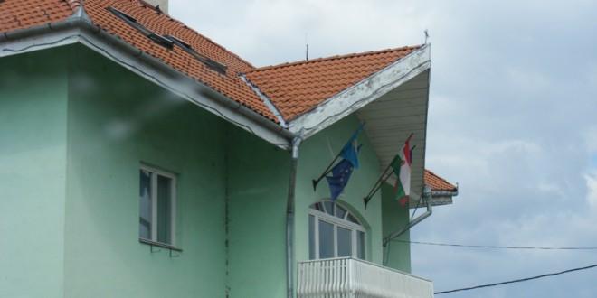 Prefectul judeţului le-a solicitat directorilor instituţiilor publice să arboreze pe sedii steagul României în stare bună