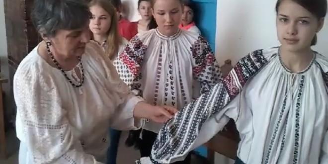 """O veritabilă lecţie de artă populară românească la """"Casa cu amintiri"""" (I)"""