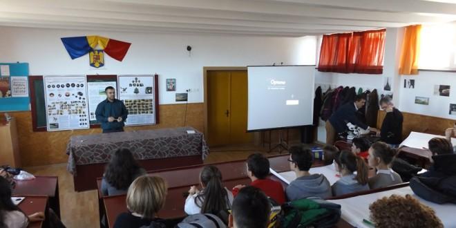 """O oră specială de arheologie pentru elevi ai Colegiului Naţional """"Octavian Goga"""""""