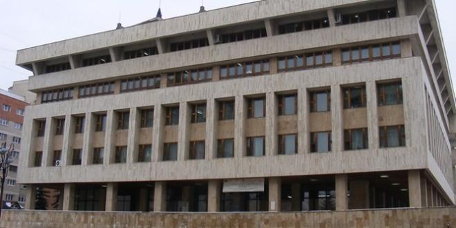 <h5><i>Din activitatea Instituţiei Prefectului Judeţul Harghita pe 2019:</i></h5>Din aproape 30 de mii de acte administrative adoptate de autorităţile publice locale, peste 500 au fost considerate a fi nelegale, iar 15 au fost atacate în instanţă de către Prefectură