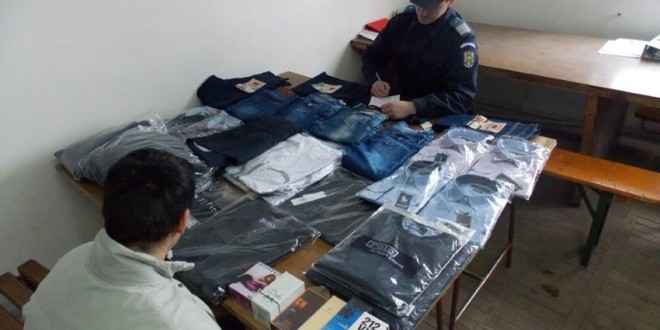 Îmbrăcăminte şi apă de toaletă, confiscate de jandarmii topliţeni