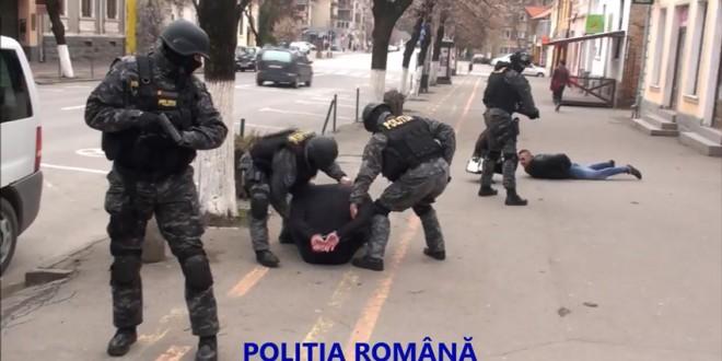 Un interlop din Odorhei a fost reţinut de poliţişti la capătul unei acţiuni parcă desprinsă din filme