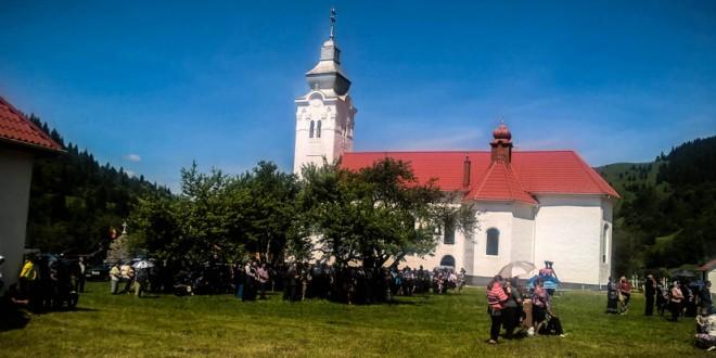"""S-a sfinţit Biserica """"Pogorârea Sfântului Duh"""" din Corbu"""