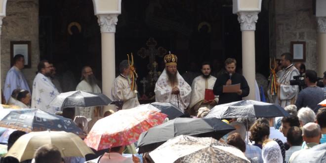 """Hramul Mănăstirii """"Sfântul Prooroc Ilie"""" din Topliţa, ctitorie a primului patriarh al României"""