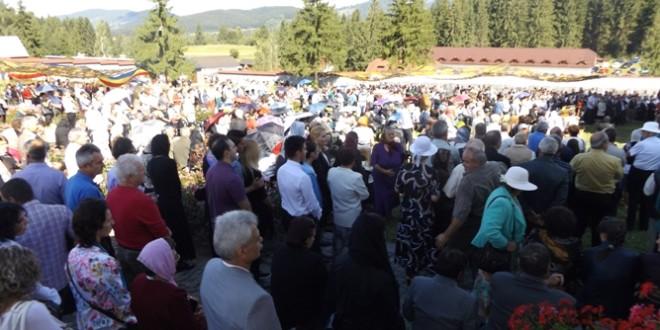 """Hramul Mănăstirii """"românilor de pretutindeni"""" de la Izvoru-Mureşului"""