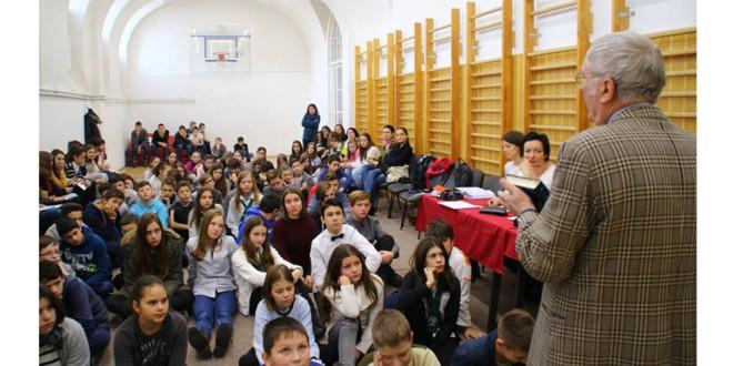 """Şcoala Gimnazială """"Petőfi Sándor"""" Miercurea-Ciuc: Elevi de la şcolile cu predare în limba maghiară au participat la concursul de recitare """"Mihai Eminescu"""""""