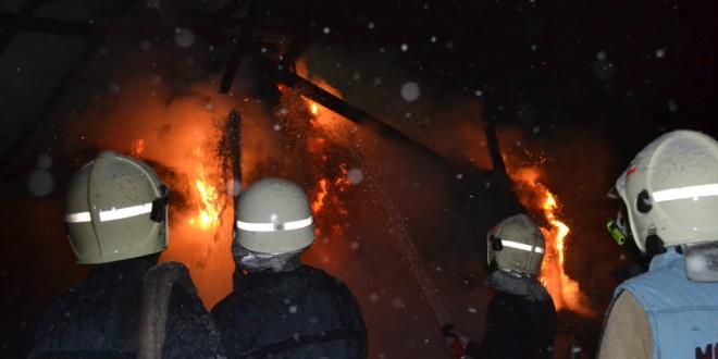 Incendiu la o anexă gospodărească în Ineu