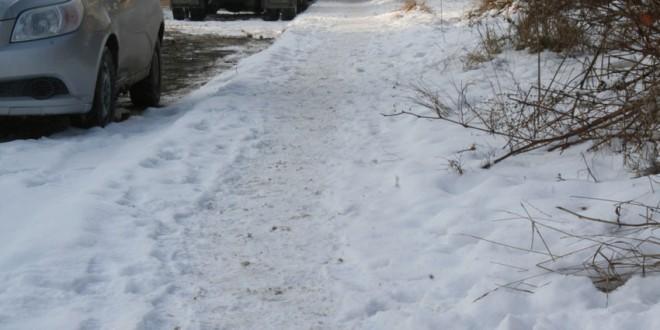 <i>Miercurea Ciuc:</i> Primăria atenţionează locuitorii să cureţe de zăpadă şi gheaţă trotuarele aferente imobilului lor, când este cazul