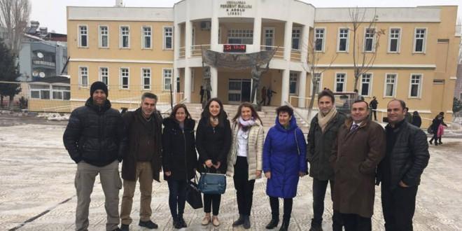 """Şcoala Gimnazială """"Miron Cristea"""" participă la primele mobilităţi transnaţionale organizate în Turcia şi Polonia"""