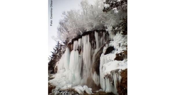 Cascada cu apă termală din Topliţa