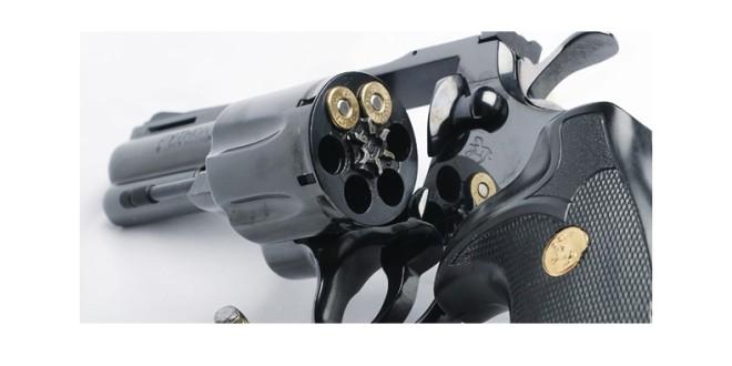 Care sunt condiţiile să deţii o armă în România? Este mai uşor ca în America!