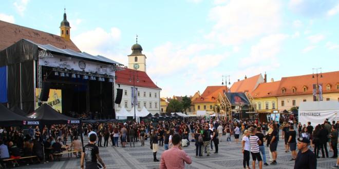 Peste 10.000 de iubitori de muzică rock și de evenimente culturale s-au reunit la ARTmania Festival 2017, care s-a reîntors în Piața Mare din Sibiu