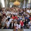 Bucurie în tinda bisericii