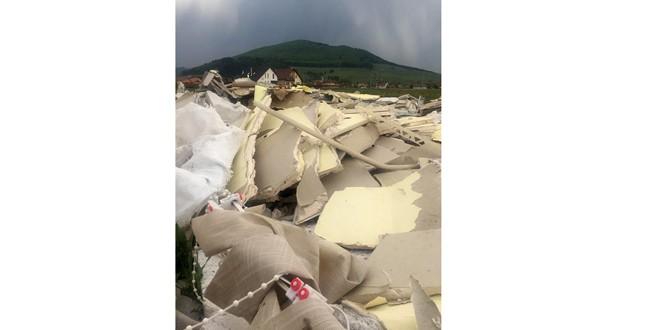 Amendă de 40.000 de lei pentru o firmă care a abandonat deşeuri din construcţii pe un câmp, în intravilanul oraşului
