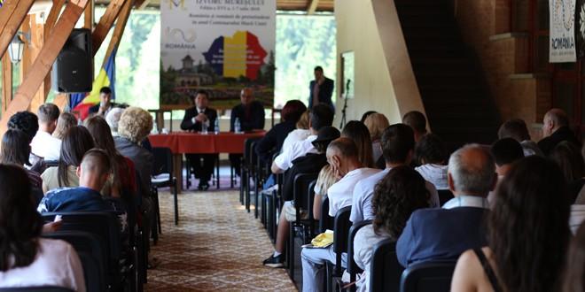 Universitatea de Vară de la Izvoru Mureşului: Educaţia în limba maternă, prioritatea românilor de pretutindeni