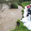 Consecinţele codului roşu de inundaţii: Localităţi fără curent electric, şosele blocate, gospodării inundate