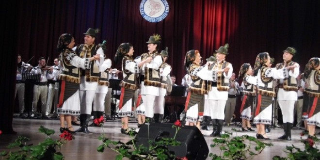 """Festivalul Folcloric """"MIORIŢA"""":42 de ani de cântec păstoresc la Topliţa"""