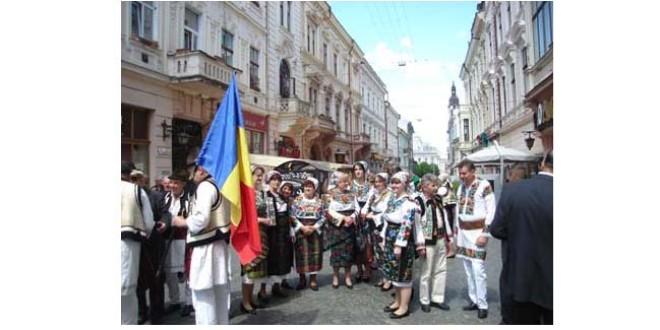 Asimilarea forţată a minoritarilor români din Ucraina se consfinţeşte legislativ