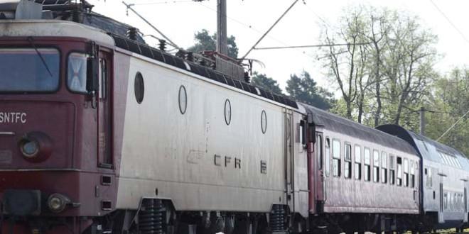 Autoturism acroșat de tren la Băile Tușnad
