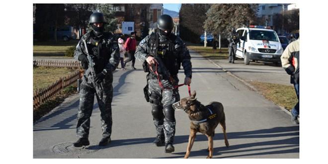 Bărbat, bănuit de comiterea unei grave tâlhării în Cristuru Secuiesc, prins de polițiști în Brașov