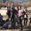 Sute de locuitori ai judeţului implicaţi în curăţenia de primăvară