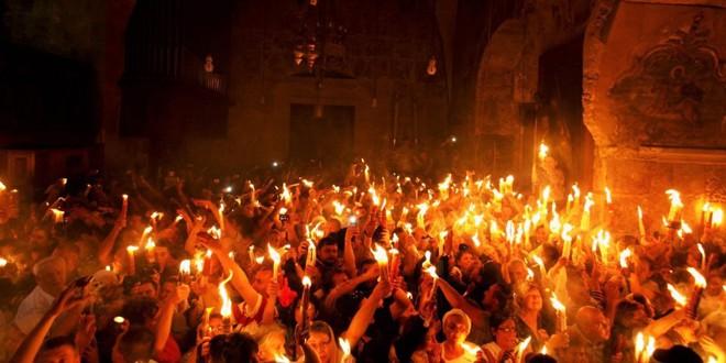 """De la Paşti şi până la Înălţare, creştinii ortodocşi se salută când se întâlnesc cu arhicunoscutul """"Hristos a înviat!"""" şi răspund cu """"Adevărat a înviat"""""""