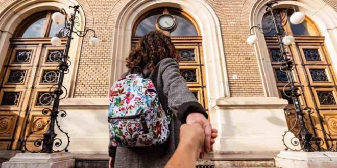 Aproape 46% dintre absolvenţii de liceu din 2018 îşi continuă studiile şi 28% s-au încadrat în muncă