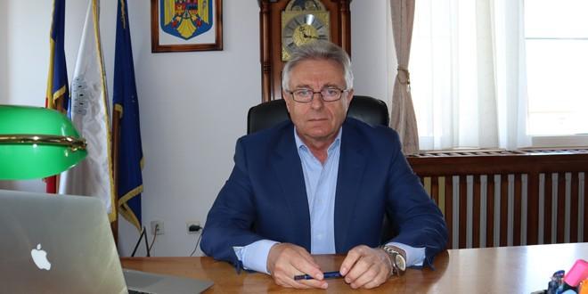 """Stelu Platon, primarul municipiului Topliţa: """"Sunt optimist şi am convingerea că anul acesta, în sfârşit, vom avea gaz în oraş"""""""