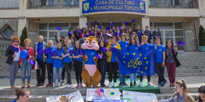 """9 mai 2019 – Ziua Europei la Topliţa, alături de echipa EPAS a Liceului Teoretic """"O.C. Tăslăuanu"""""""