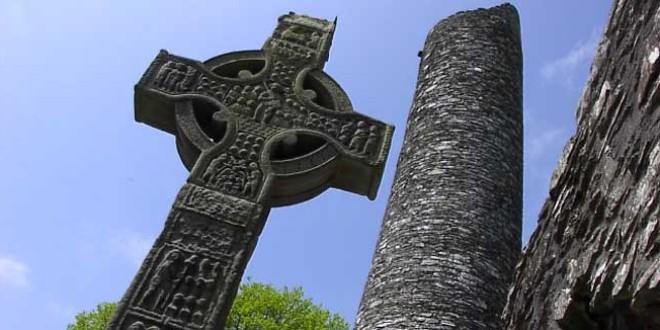 <h5><i>Geniul din Cârţa a luat-o din nou peste bot:</i></h5> În Cimitirul Eroilor din Valea Uzului nu există simboluri legionare