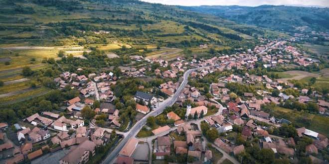 <h5><i>În zona Odorhei, proiectele finalizate ori aflate în diferite stadii sunt finanţate de Guvernul României cu peste 270 milioane de lei (II)</i></h5>Trei comune care au primit ori vor primi de la bugetul de stat peste 33 milioane de lei: Ocland, Mărtiniş şi Satu Mare