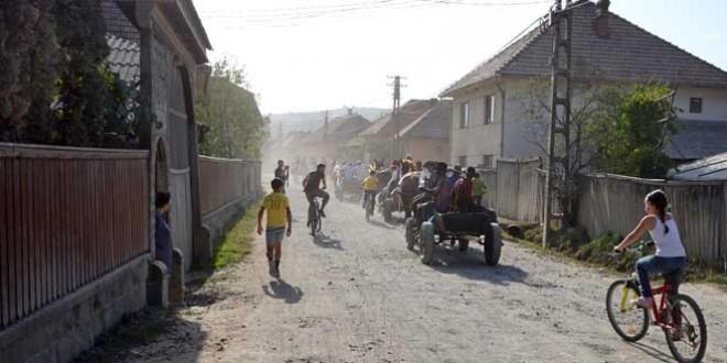 <h5><i>În zona Odorhei, proiectele finalizate ori aflate în diferite stadii sunt finanţate de Guvernul României cu peste 270 milioane de lei (III):</i></h5>Comunele Brădeşti, Dealu şi Zetea au în derulare proiecte a căror finanţare din partea statului român depăşeşte 40 milioane de lei