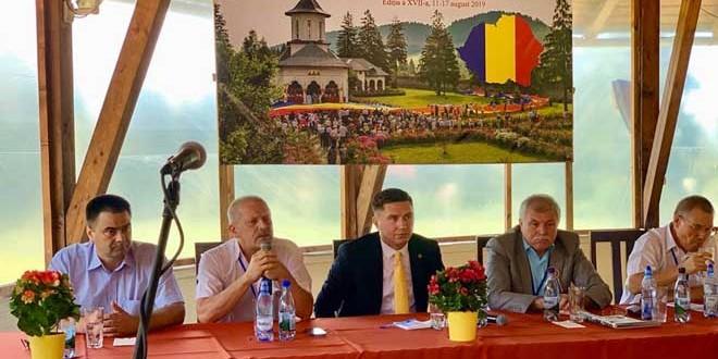 <h5><i>Universitatea de Vară a Românilor de Pretutindeni Izvoru Mureşului:</i></h5> ReUnirea Republicii Moldova cu România, un proiect de ţară pentru români? Dar pentru clasa politică?