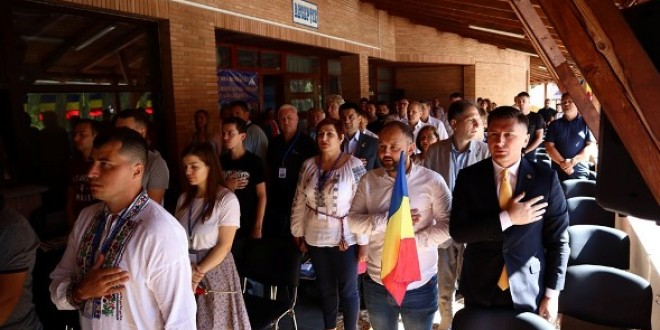 Universitatea de Vară de la Izvoru Mureșului: Reprezentanții românilor din comunitățile istorice reproșează autorităților române lipsa de implicare în rezolvarea problemelor