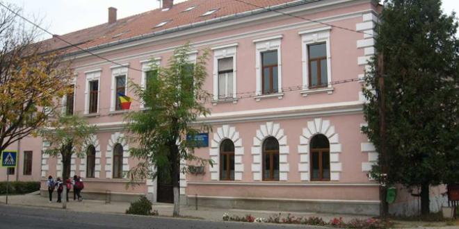 <h5><i>UDMR loveşte crunt interesele elevilor maghiari</i></h5>Limba română, cauza principală a notelor mici de la BAC?